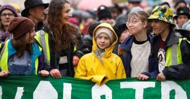 """""""Перемены - это мы"""". Грета Тунберг возглавила 15-тысячный марш детей в Бристоле 2 12.04.2021"""