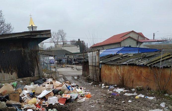 /FOTO/ Gunoi și mizerie în piața din orașul Ocnița