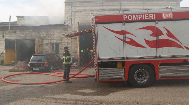 /FOTO/ Un autoservis din Chișinău a fost cuprins de flăcări
