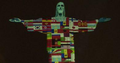 Drapelul Republicii Moldova proiectat alături de alte 165 de drapele pe statuia lui Cristos Mântuitorul din Brazilia