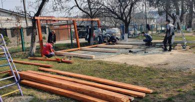 Foișor amenajat de părinți în ograda unei grădinițe pe timp de carantină 1 18.04.2021