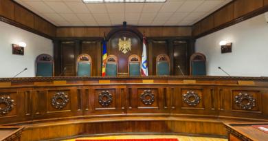 Judecătorii constituționali nu vor putea fi trași la răspundere