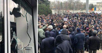 Foto Proteste violente în fața Guvernului 1 16.06.2021