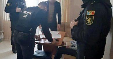 Poliția a anihilat o grupare specializată în falsificare de acte 1