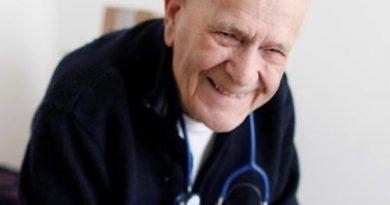 Un medic francez în vârstă de 98 ani tratează pacienți pe timp de pandemie