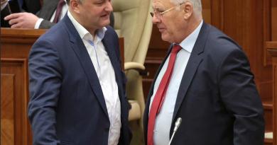 Почетный председатель Демократической партии Дмитрий Дьяков предложил, чтобы глава государства снова избирался парламентом 3 08.03.2021