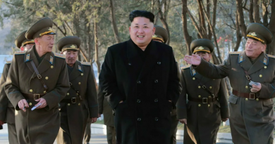 Врач, проводивший Ким Чен Ыну операцию на сердце, сильно нервничал, у него дрожали руки 4 17.05.2021