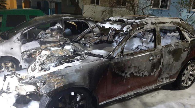 /FOTO/VIDEO/ Trei automobile din municipiul Bălți au ars în această noapte
