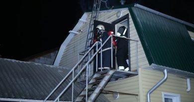 /FOTO/ O locuință din Bălți a fost cuprinsă de flăcări