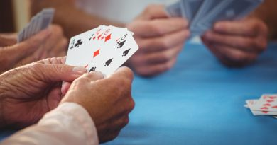Когда устаешь от карантина: Играющих в карты в лесу итальянских пенсионеров накрыла полиция 3 15.05.2021