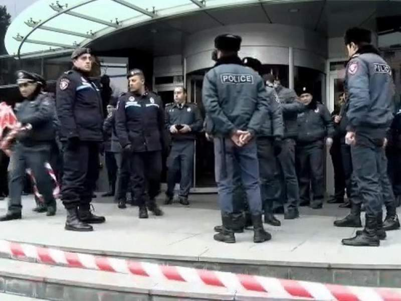 Foto В Армении толпа людей ворвалась в больницу и устроила самосуд над двумя участниками перестрелки 2 16.06.2021