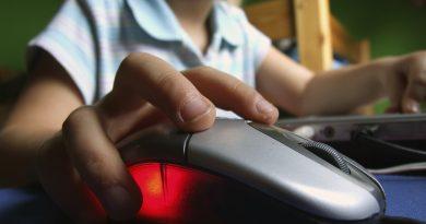 Atenție părinți! Numărul copiilor din țară hărţuiţi pe internet este în creştere 1 12.04.2021