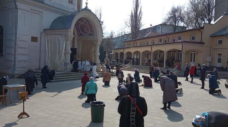 /FOTO/ Un preot din Chișinău roagă enoriașii să doneze bani pentru a achita amenda aplicată de autorități