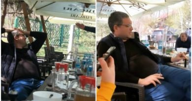Foto Primarul orașului Bălți se distrează la o terasă alături de opt tineri, în plină pandemie 1 24.07.2021