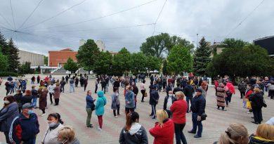 На центральной площади Бэлць начался новый протест работников рынка (Фото) 7 15.05.2021