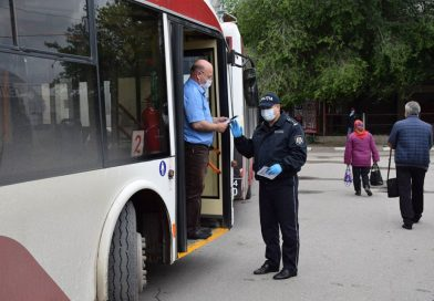 /FOTO/ Polițiștii din Bălți informează pietonii și șoferii despre siguranța în trafic