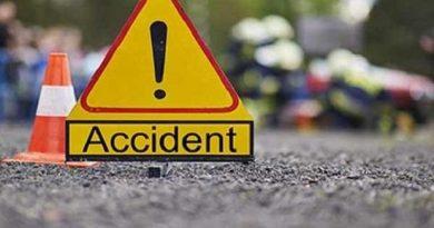 Accident la Ocnița. Șoferul a doborât un stâlp și a rămas nevătămat