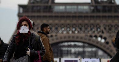 Foto В Париже каждому жителю предоставят бесплатную многоразовую защитную маску 2 16.06.2021
