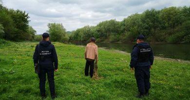 Un bărbat din raionul Soroca amendat pentru că a încercat să prindă pește în zona de frontieră