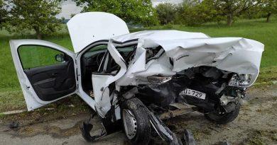 /FOTO/ Accident cu implicarea unei mașini de patrulare pe traseul Chișinău – Bălți. Inspectorul de patrulare a ajuns la spital
