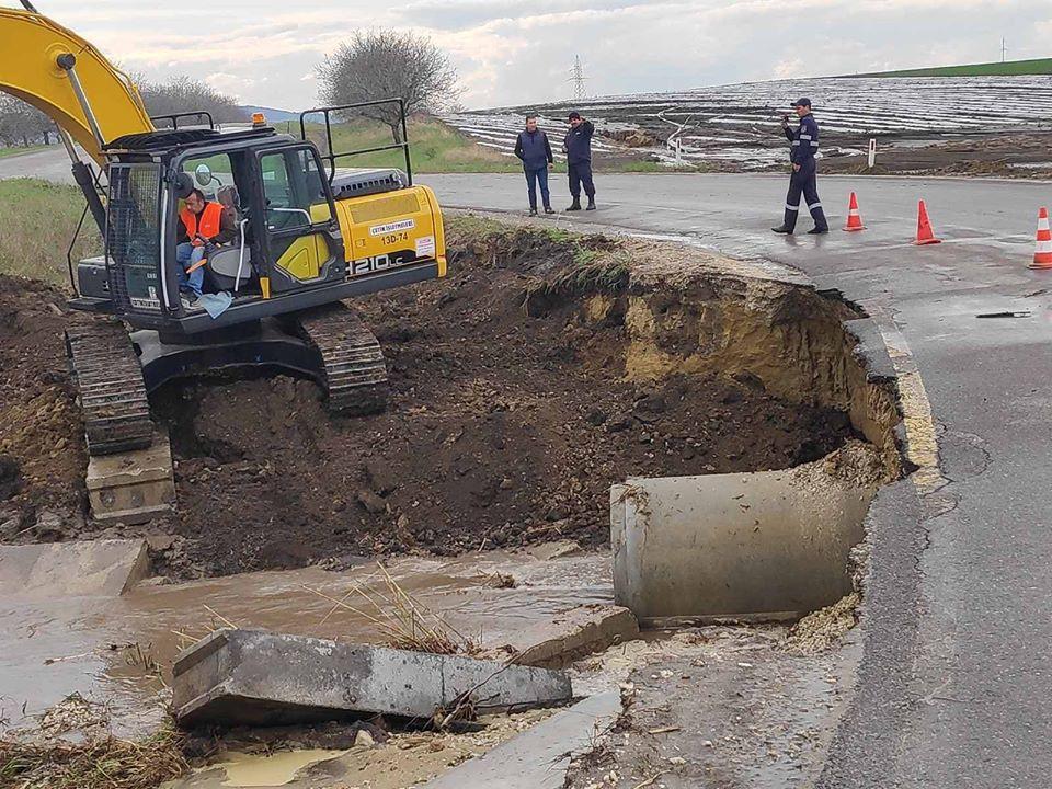 Foto /FOTO/ Drumuri surpate și livezi distruse. Pagubele înregistrate în urma ploiilor torențiale 3 14.06.2021