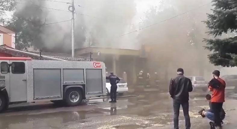 Un local din Bălți a fost cuprins de flăcări