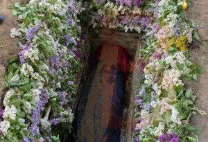 Mormântul lui IPS Pimen a fost îmbrăcat cu flori în interior 2 14.04.2021