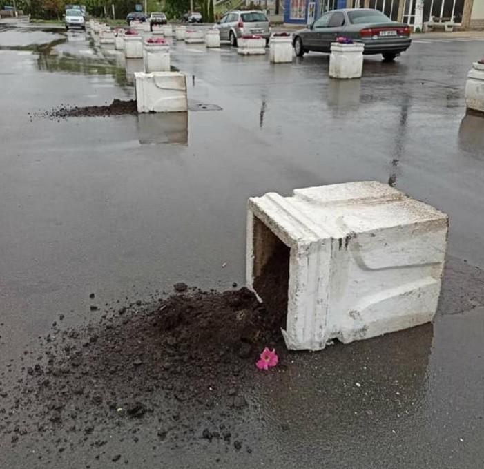 Foto /FOTO/ Act de vandalism în centrul orașului Florești 1 16.06.2021