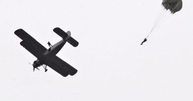 """/VIDEO/ Exerciții militare la Regimentul de aviaţie """"Decebal"""" din Mărculeşti"""