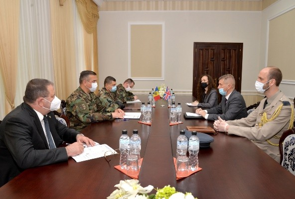 Foto Întrevedere dintre ministrul Apărării Alexandru Pînzari și E.S. ambasadorul britanic Steve Fisher 1 25.07.2021