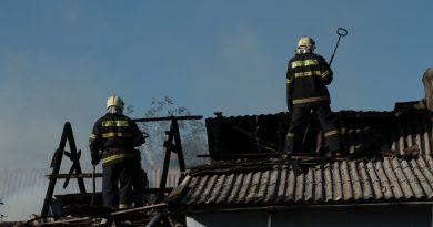 Семья из Басарабяски потеряла в пожаре собственный дом из-за горевшего во дворе костра 2 14.04.2021