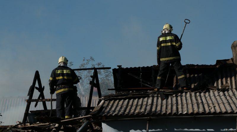 Foto Семья из Басарабяски потеряла в пожаре собственный дом из-за горевшего во дворе костра 1 25.07.2021