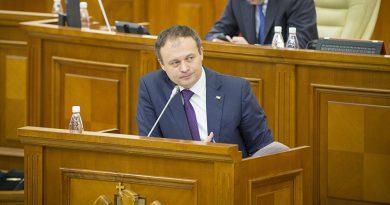 Владимир Сокор: Канду покупает депутатов парламента, как Плахотнюк в 2015-2016 годах