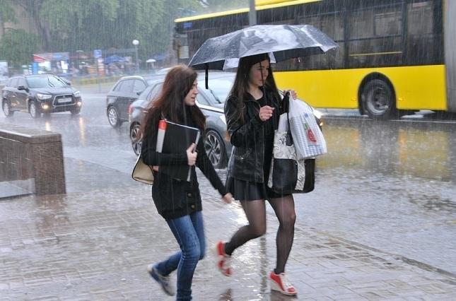 Сегодня до 22:00 ожидаются дожди с грозами, местами с градом и усилением шквалистого ветра 1 12.04.2021