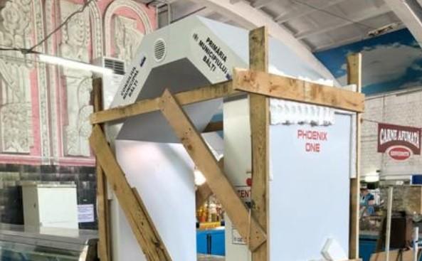Tunelul de dezinfectare de la piața din Bălți a fost bătut în scânduri
