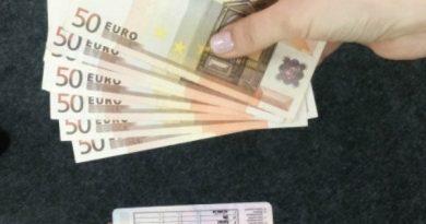 Un bărbat din Drochia a cerut 600 de euro pentru un permis de conducere. Acum riscă șase ani de pușcărie