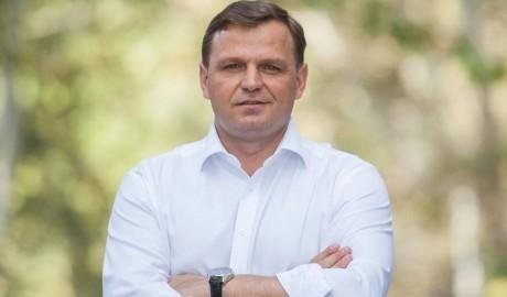 Andrei Năstase are un salariu de o mie de euro lunar