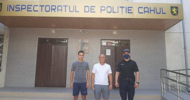 Foto В Кагуле отец и сын отдали правоохранителям деньги, забытые кем-то в банкомате 2 23.06.2021