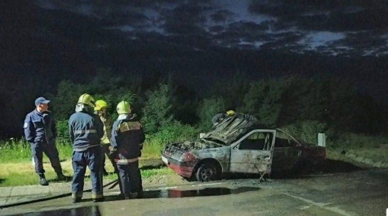 A urcat beat la volan și și-a incendiat din neatenție mașina cu bricheta