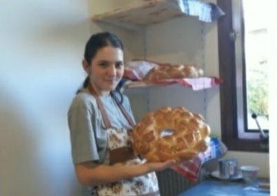 O tânără din raionul Briceni coace colaci pentru moldovenii stabiliți în Franța 1 15.05.2021