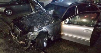 /FOTO/ Un alt automobil a fost cuprins de flăcări la Bălți