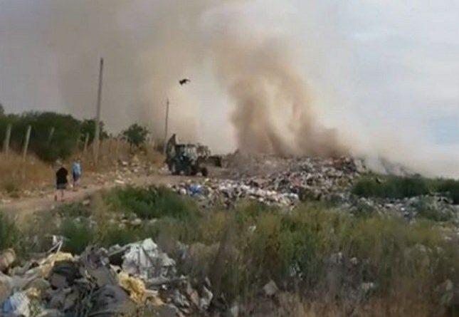 Gunoiștea din orașul Florești a luat foc. Pompierii au luptat șapte ore cu flăcările