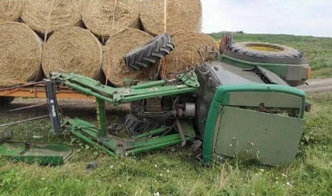 Un bărbat din raionul Edineț a ajuns la spital după ce s-a răsturnat cu tractorul 1 17.04.2021