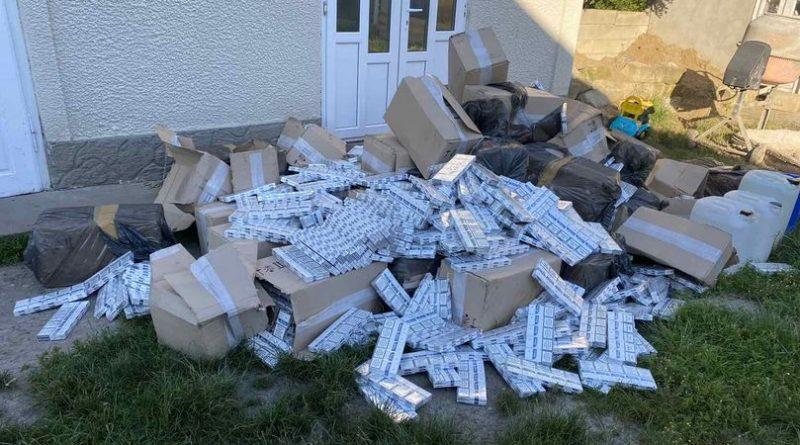/VIDEO/ Peste 400 mii de țigarete introduse ilegal în țară au fost desoperite la un bărbat din raionul Briceni