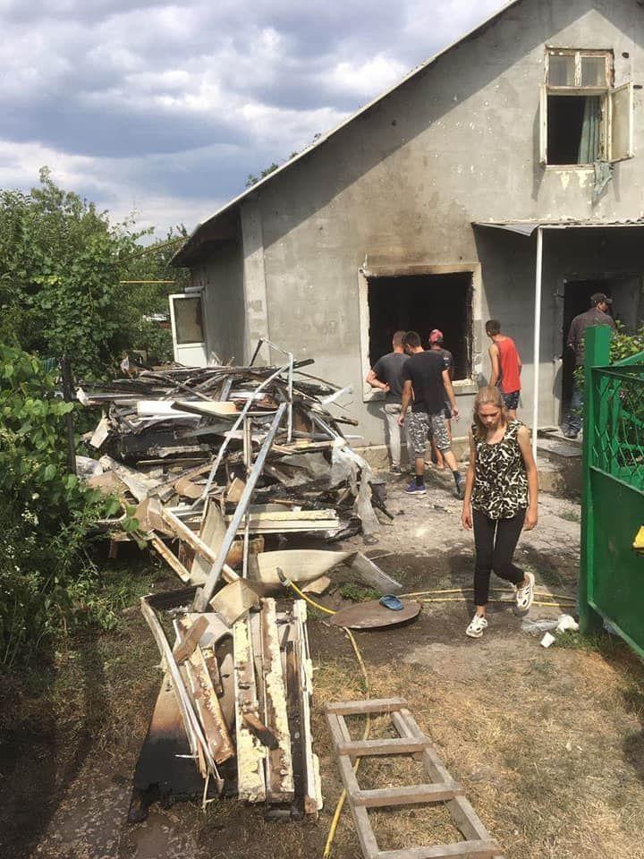 Foto /FOTO/ Casă mistuită de flăcări în orașul Drochia. O familie cu nouă copii a rămas fără adăpost 1 25.07.2021
