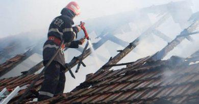 O construcție auxiliară din orașul Ocnița a fost cuprinsă de flăcări. La fața locului au intervenit două echipaje de pompieri