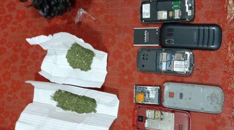 /FOTO/ O femeie a fost reținută în timp ce încerca să transmită droguri și telefoane mobile în Penitenciarul din Bălți