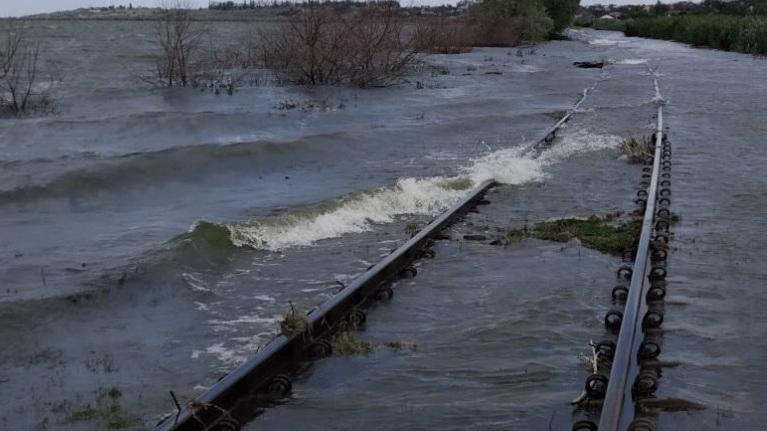 Circulația trenurilor marfare din sudul țării sistată din cauza inundațiilor