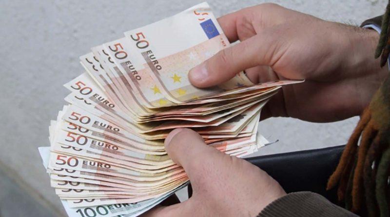 Polițist din raionul Râșcani reținut pentru o mită de cinci mii de euro
