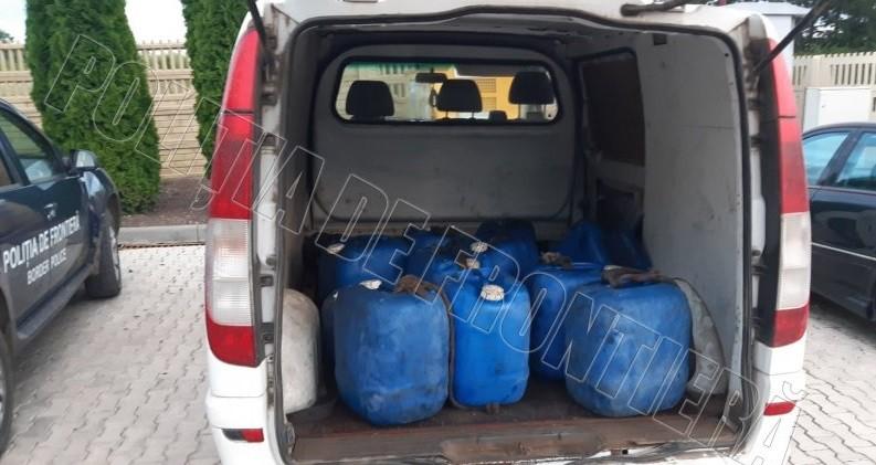 Tânăr cercetat de oamenii legii pentru transportarea ilegală a 330 litri de combustibil 1